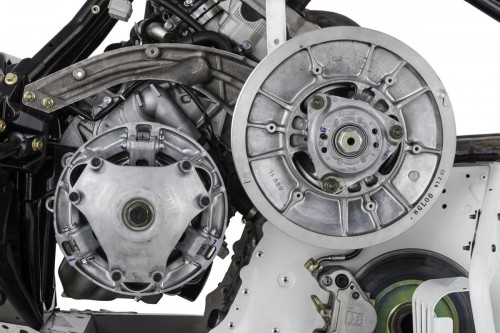 Yamaha 4-stroke clutches transfer the engine power to the drive train.