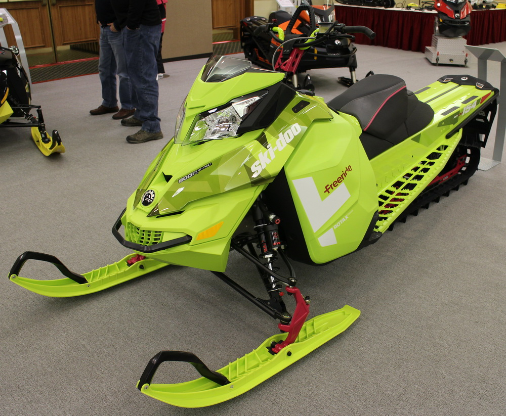 Freeride 2015 model snowmobile release ski doo maxsled com snowmobile Evinrude Wiring Diagram at bakdesigns.co